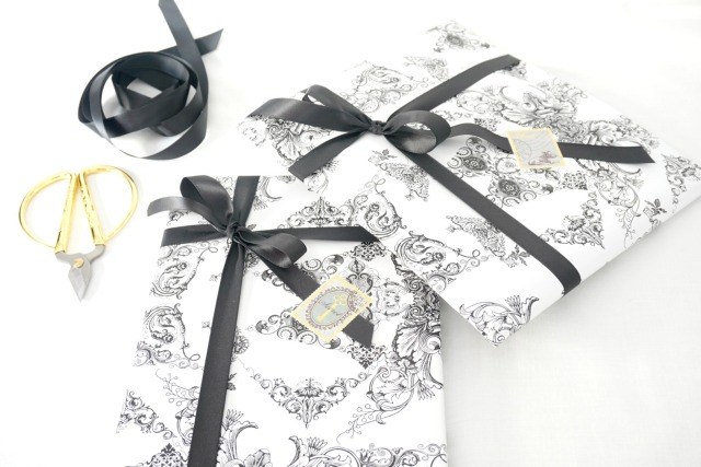Packaging_black_and_white_1