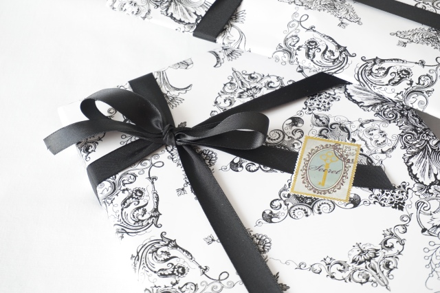 Packaging_black_and_white_2