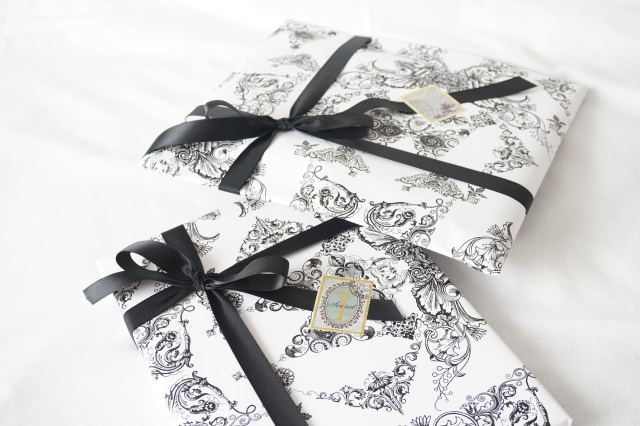 Packaging_black_and_white_3