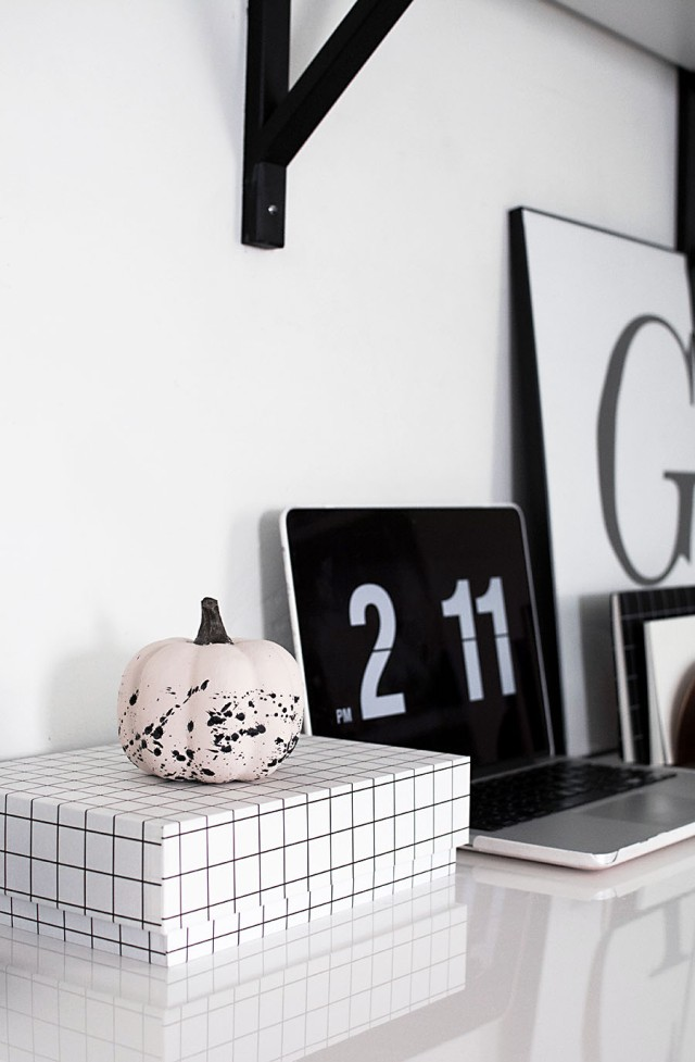 diy-paint-splattered-pumpkin-4